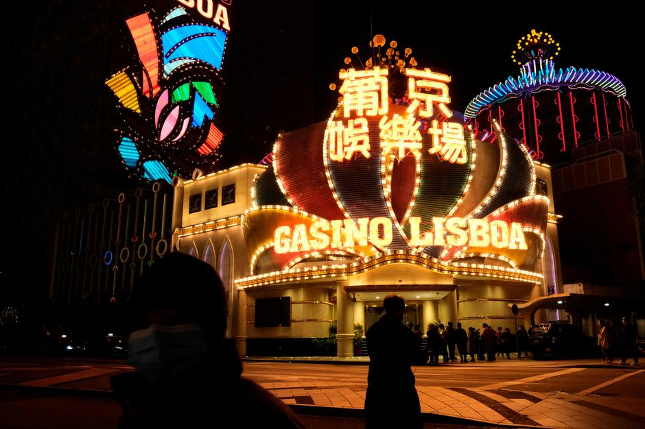 Why Everyone Is Lifeless Fallacious About Casino